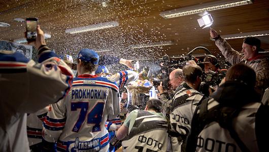 Брызги шампанского. Фоторепортаж из раздевалки СКА