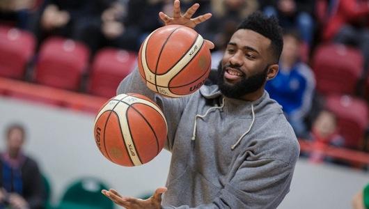 Кириленко заставил Лэнгфорда жонглировать мячами. Фото