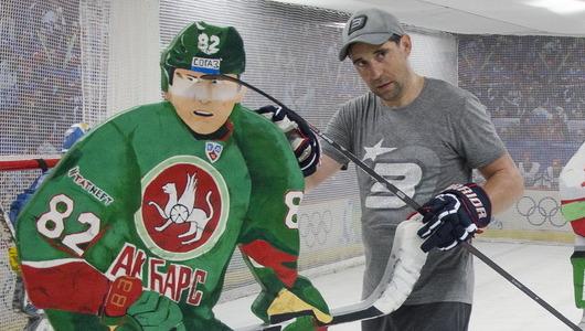 «Двойники» Медведева и Захарчука на тренировке Зарипова. Фоторепортаж