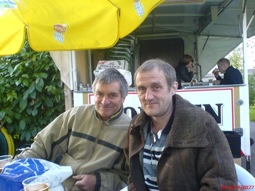 Валерий Сарычев, слева, с другом.jpg