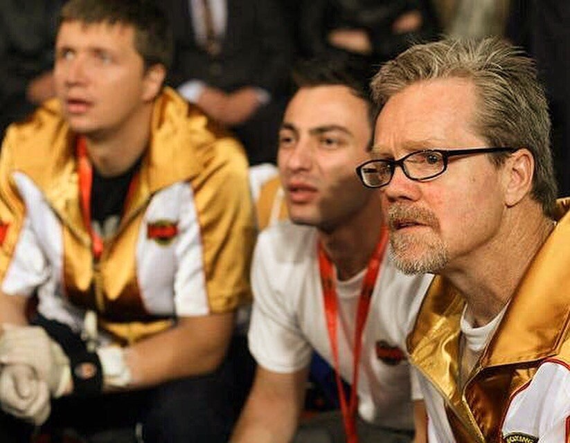 Лучников (крайний слева) в штабе Фредди Роуча (справа). Фото: из личного архива