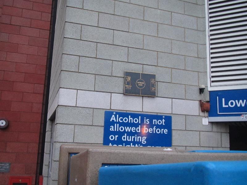 Русский посетителей запрещают пить алкоголь и курить.J
