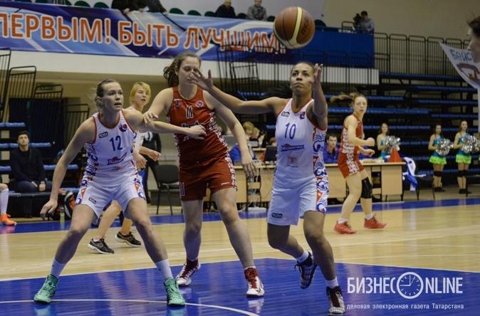 Виктория Плотникова (№12) и Виктория Плохих (№10).jpg