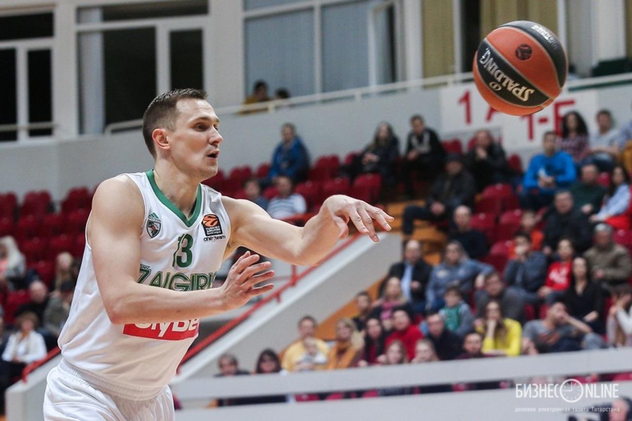 Зато 32-летний Паулюс Янкунас забивал за себя и за того парня – 21+7+3