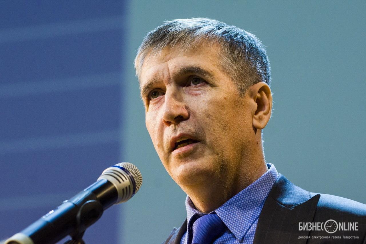 Декан факультета спорта Роберт Бикмухаметов