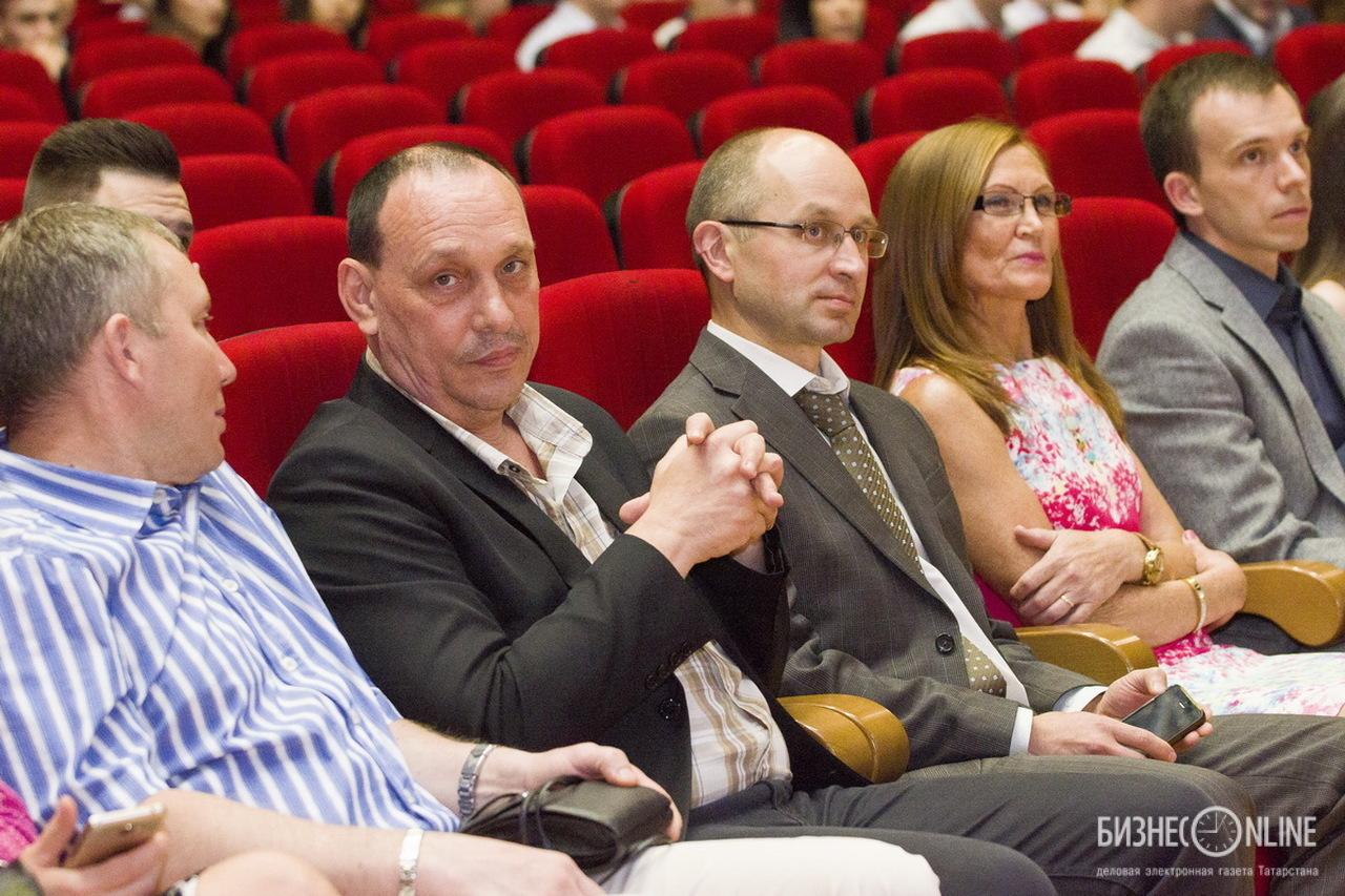 Анвар Валиахметов и Игорь Коновалов (крайние слева-направо)